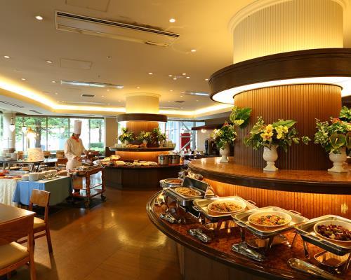 ●期間限定●【夕食は17:30~90分制】GWスペシャルディナー&朝食ブッフェ付きプラン★レイトアウト11時(通常10時)