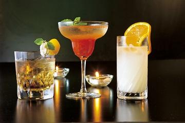 【女子会】ホテルのバーでカクテル片手に大人女子会♪飲み放題付き&レディースルームプラン ≪素泊り≫