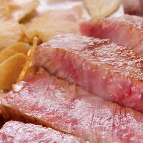 【鉄板焼きステーキ】徒歩2分の地元有名店で頂くご夕食&かけ流しの温泉も満喫