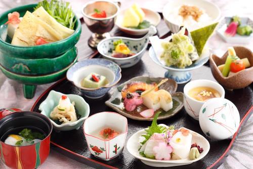 【小鉢遊膳】~夕朝食付き~ちょっとずついろいろがうれしい♪