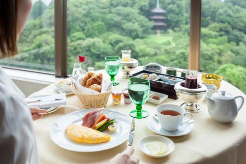 【期間限定】夏休み連泊プラン (選べる朝食・スパ半額つき)