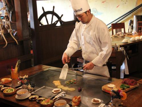 ☆夕朝食付き☆沖縄deステーキ!クッキングパフォーマンス「ステーキディナー」+選べる丼朝食