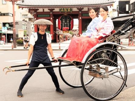 モダンなKIMONOと人力車で、浅草の街の映える写真を撮りまくろう≪素泊り≫
